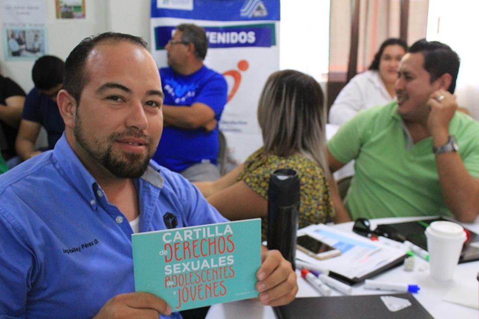 Se capacita a docentes de Todos Santos en la prevención del embarazo adolescente