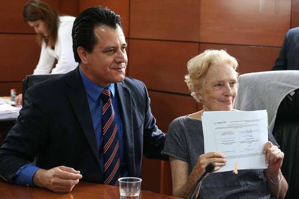 Salud estatal y federal firman convenio para atender a población sin seguridad social