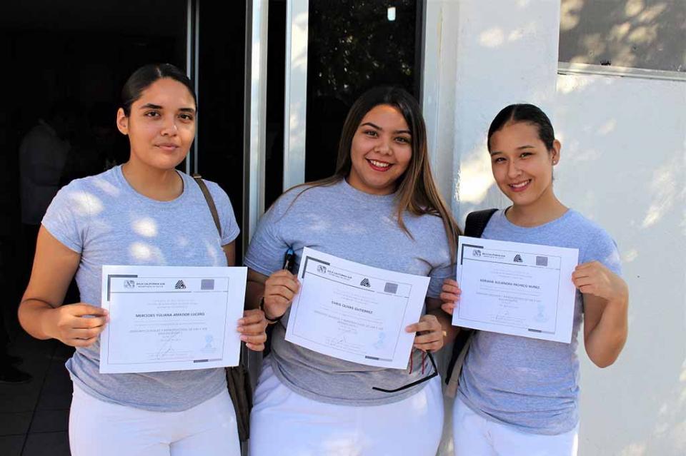 Estudiantes de bachillerato son capacitados como promotores de Salud