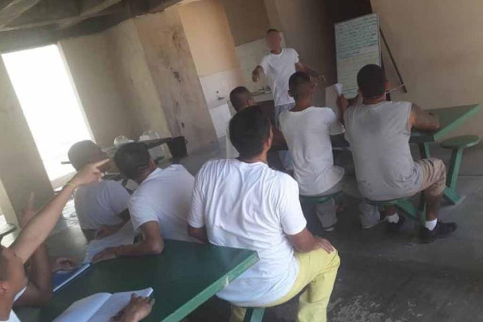 Reciben internos del Centro Penitenciario de San José capacitación en el idioma inglés
