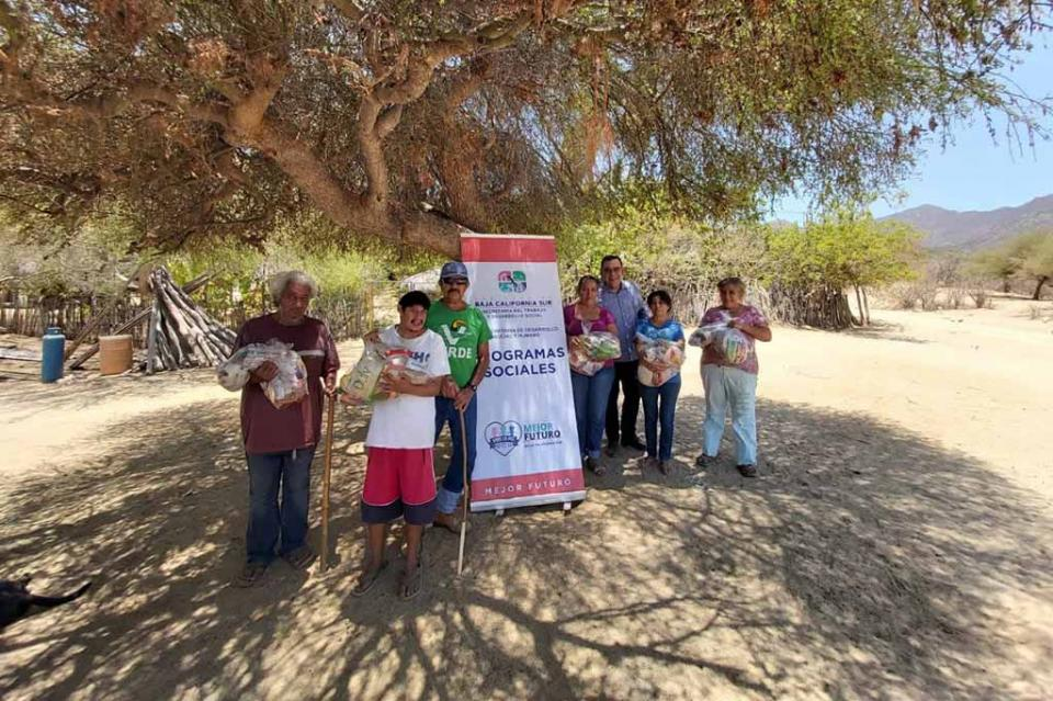 Zonas rurales de La Paz reciben pensiones del Programa Alimentario