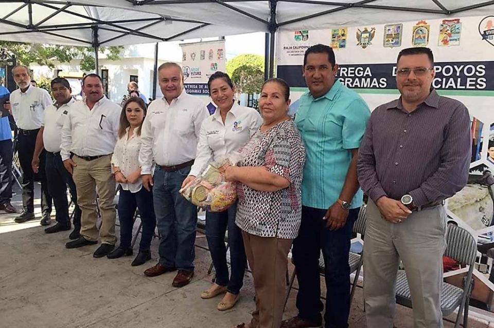 Familias loretanas reciben apoyos de programas sociales