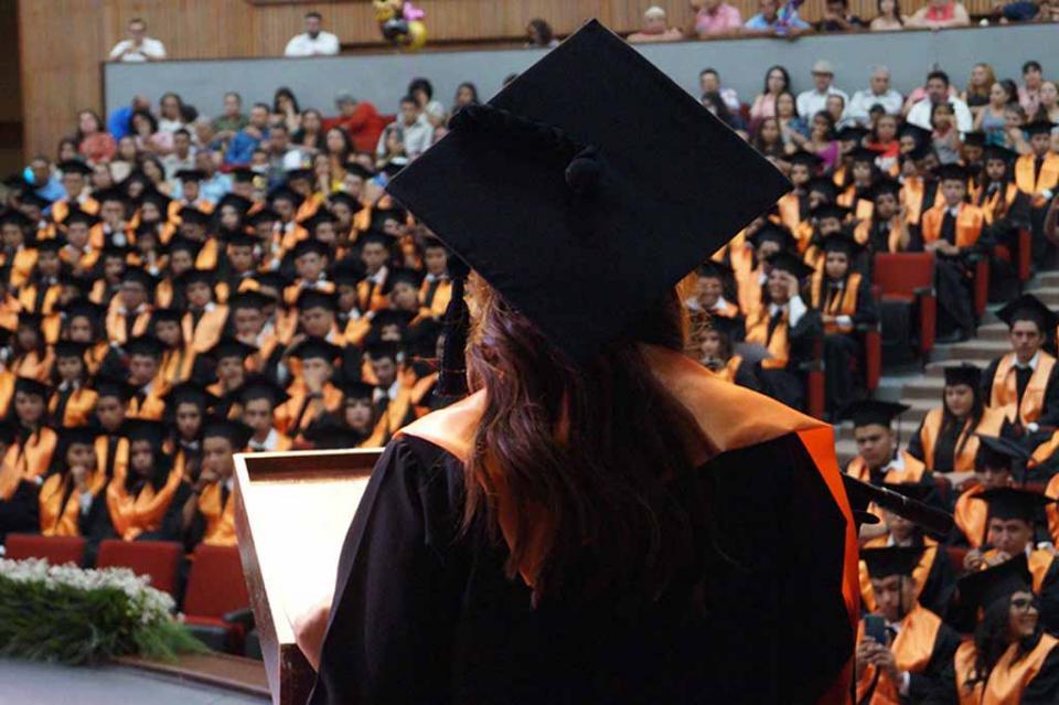 Anuncian programa de apoyo para la titulación universitaria