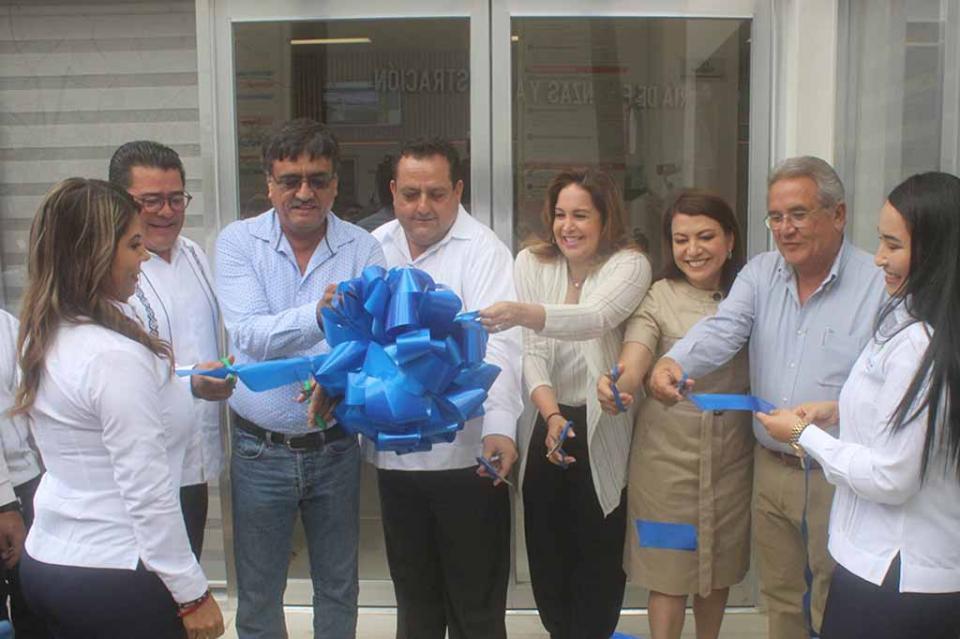Asiste Carlos Mendoza al cambio de mando del Sector Naval e inaugura oficinas recaudadoras de Tesorería en CSL