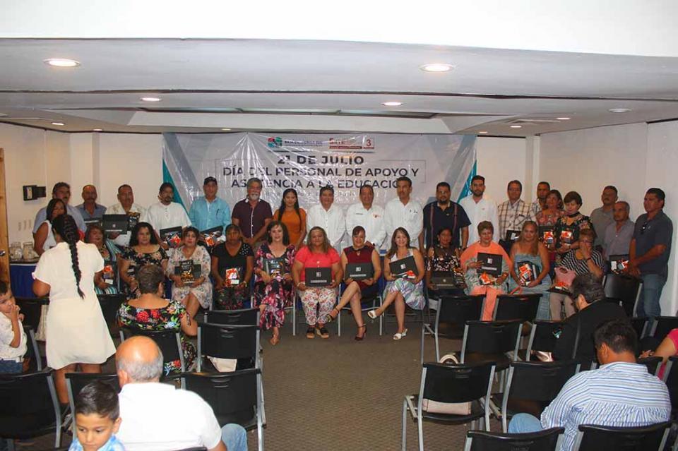 Con su labor comprometida, trabajadores de apoyo y asistencia a la educación cumplen con la sociedad de BCS y sistema educativo: SNTE