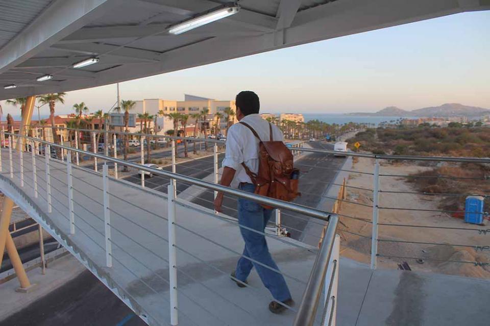 Antes de los cuatro meses queda listo puente peatonal de Fonatur