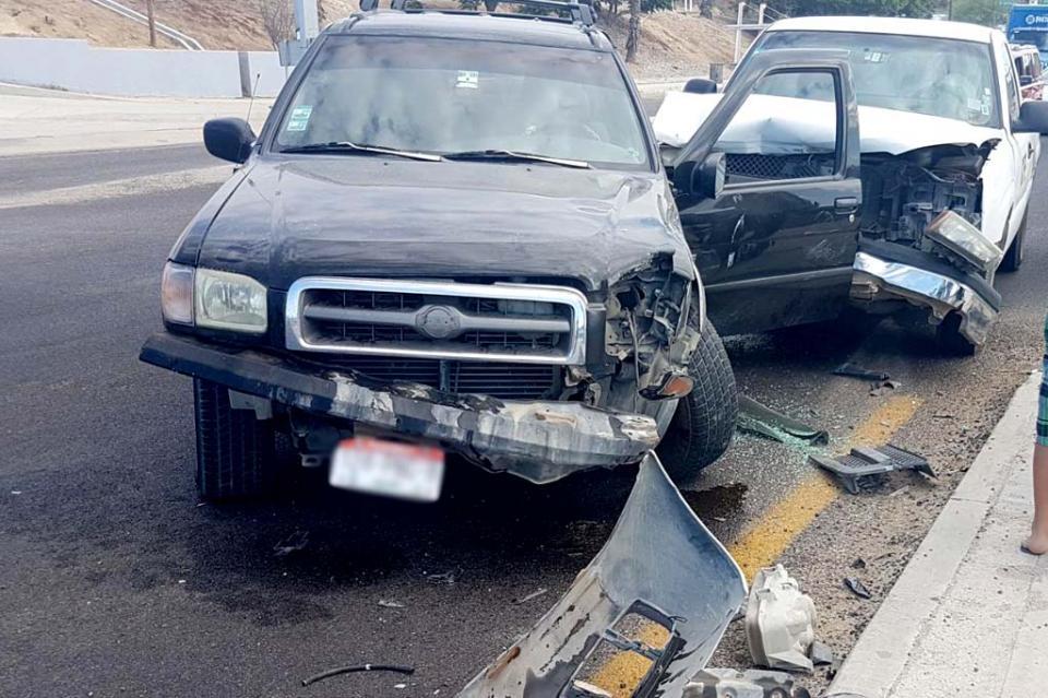 Chocan dos camionetas en San José Viejo