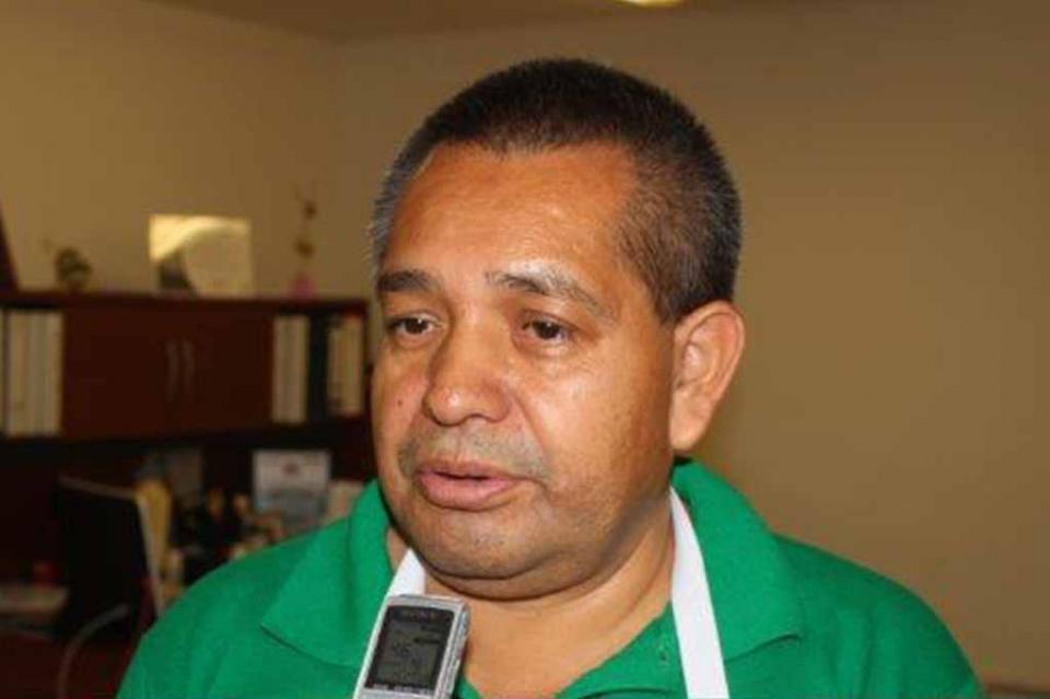"""Ayer entró en vigor """"ley desplastifícate"""", pero autoridades no se han acercado a los abarrotes y continúan usando su stock"""" Armando de la Cruz"""