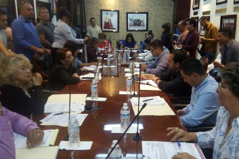 """Con votos del bloque Morena-PRI rechaza cabildo regresar """"bono de vida cara"""" a maestros de Los Cabos"""