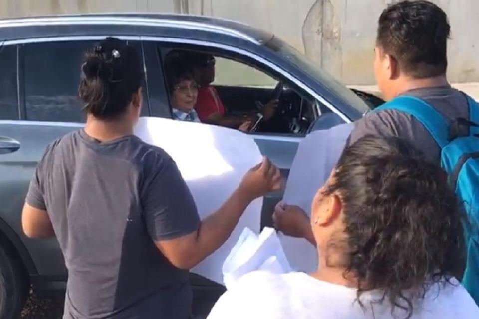 Vecinos de Puerto Nuevo se manifiestan contra regidora del PRI Tabita Rodríguez