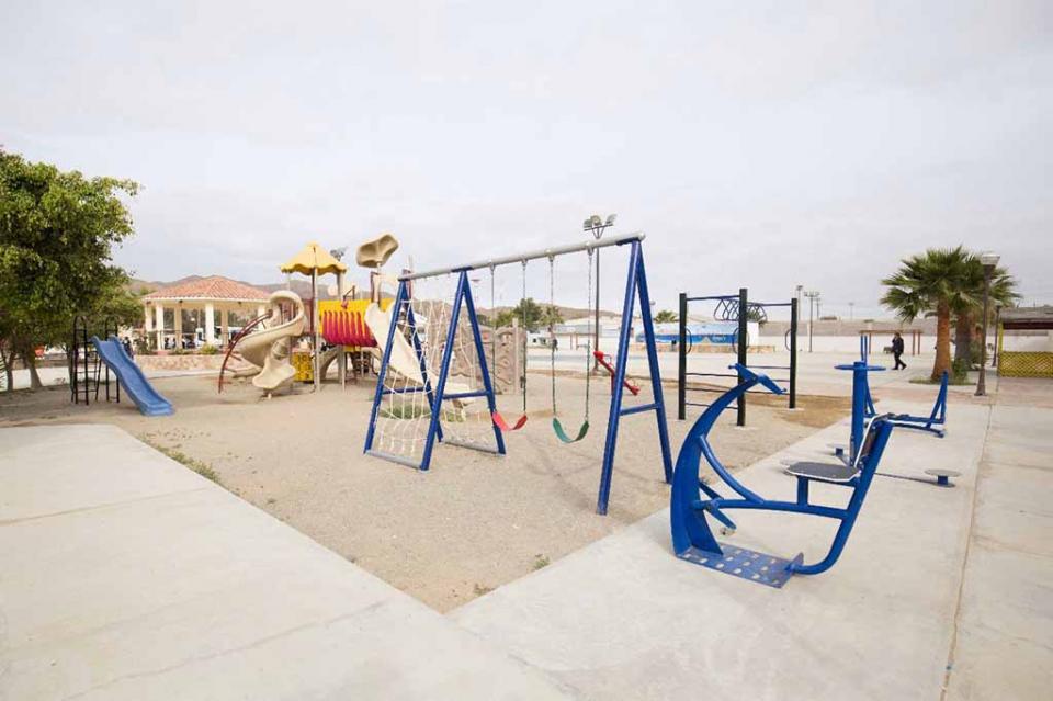 Habitantes de Bahía Tortugas cuentan con Plaza Pública completamente renovada