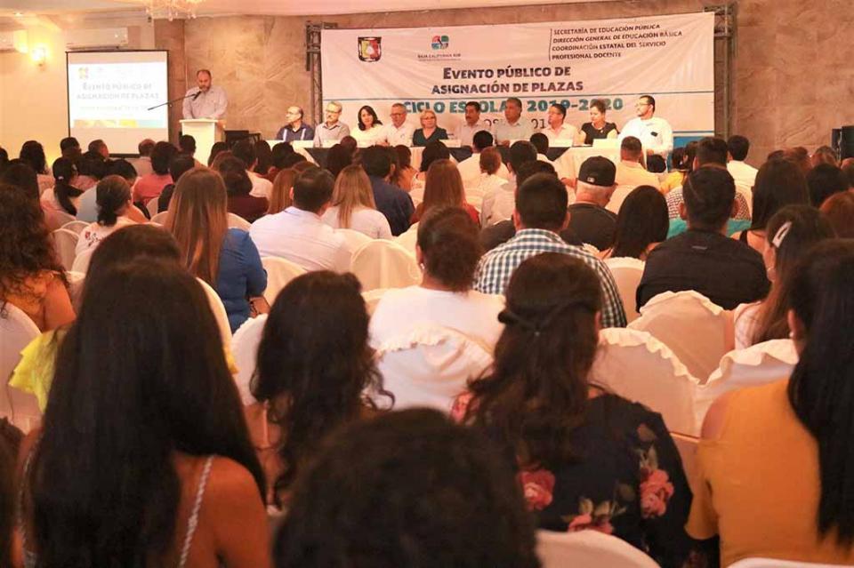 Asigna gobierno de BCS en protocolo público 260 plazas a docentes de educación básica