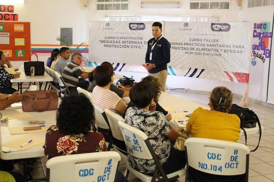COEPRIS brinda curso a preparadores de alimentos de Centros de Asistencia Infantil