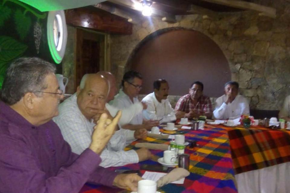 Expone Canacintra Los Cabos a Víctor Castro proyecto hídrico en Cabo San Lucas