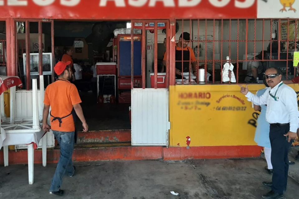 COEPRIS aplica suspensión de venta alimentos en áreas con derrames