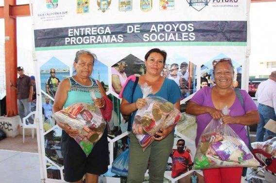 Entrega STDS apoyos de programas alimentario y asistencia de vida
