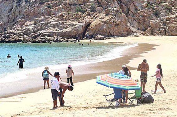 Denuncian a lancheros invadiendo área de bañistas en playa La Empacadora