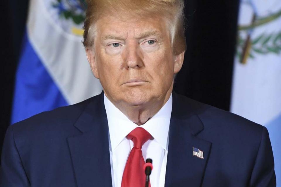 Amenazado por un proceso de destitución, Trump denuncia ser acosado