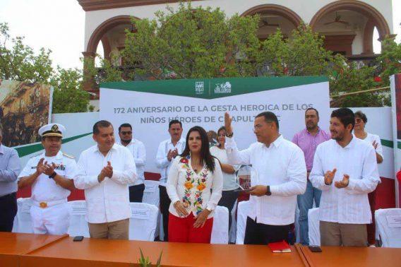 Reconocen en acto cívico el trabajo en materia de seguridad a Juan José Zamorano