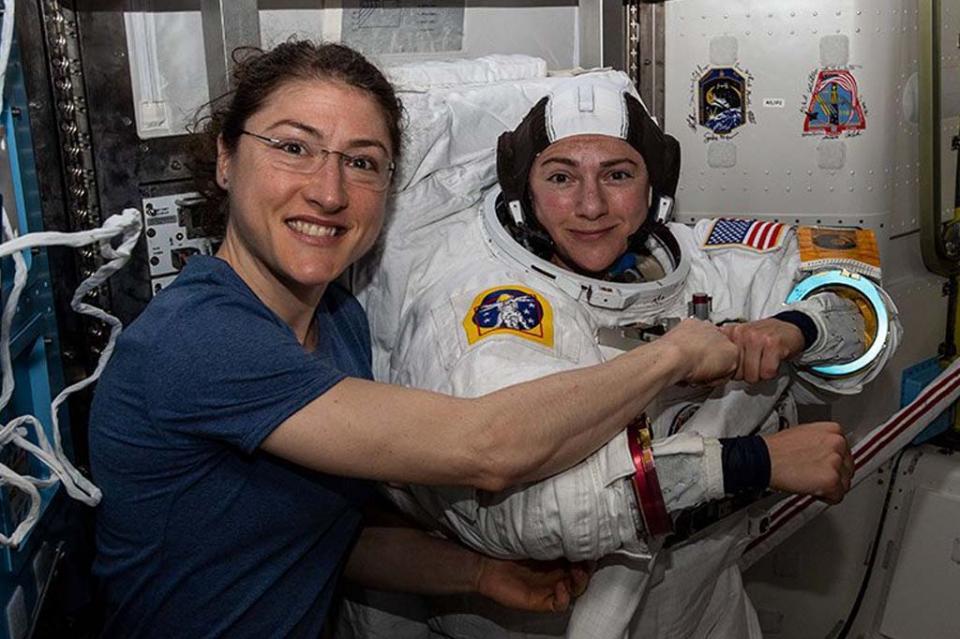 Dos mujeres en histórica caminata espacial
