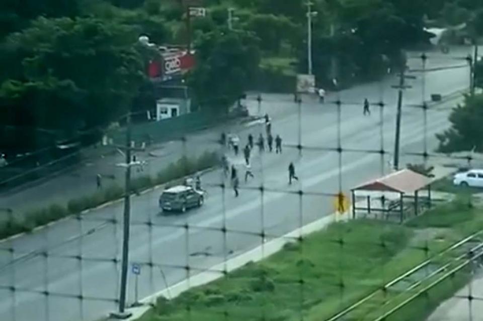 Reportan fuga de al menos de 20 reos de penal de Culiacán