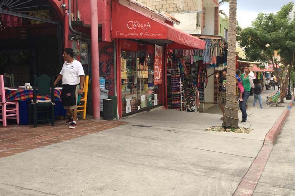 Inundaciones y fallas eléctricas sufren integrantes de Canaco Los Cabos ante tromba del domingo