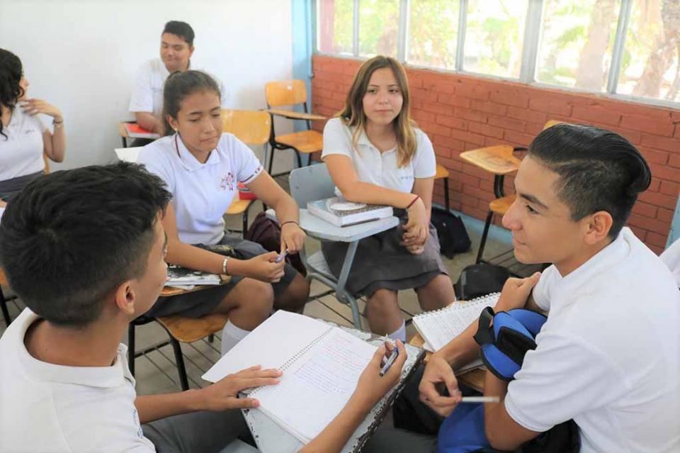 """Ofrece embajada de Estados Unidos beca """"Jóvenes en Acción"""" a preparatorianos de BCS"""