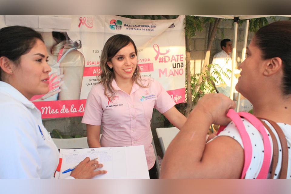 Salud busca prevenir el cáncer de mama envecinas de la colonia Diana Laura