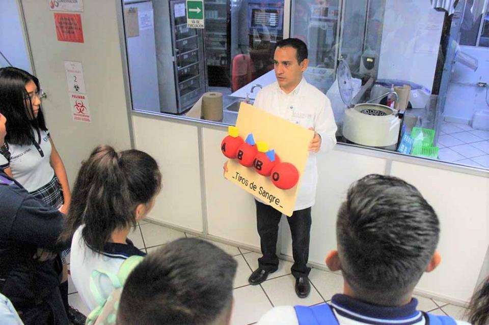 Salud sensibilizó a estudiantes de bachillerato sobre la importancia de la donación altruista