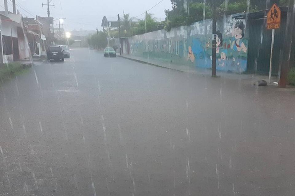 Lluvias desbordan ríos y dañan viviendas en Oaxaca