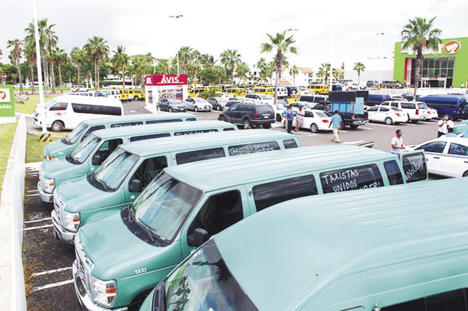 Impotencia que sólo se hable de taxis y Uber en la ley de movilidad: Togo Gómez
