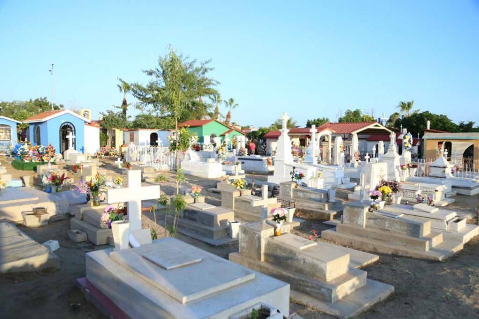 Más de 20 Toneladas de Basura son retiradas de los panteones después del Día de Muertos
