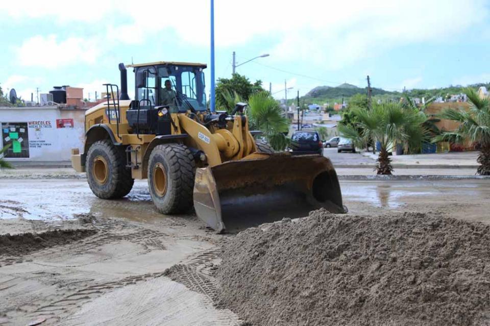 Servicios Públicos trabaja en calles, caminos y avenidas afectadas por el paso de la Tormenta Raymond