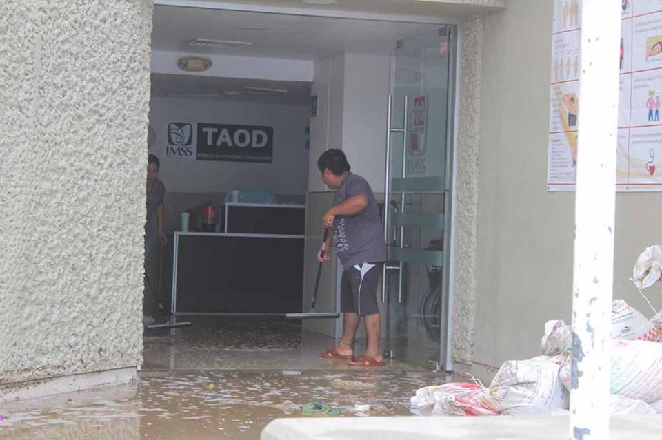 Derechohabientes del IMSS, locatarios y comerciantes afectados por escurrimientos pluviales y derrames de aguas negras en centro de SJC, denuncia ciudadano