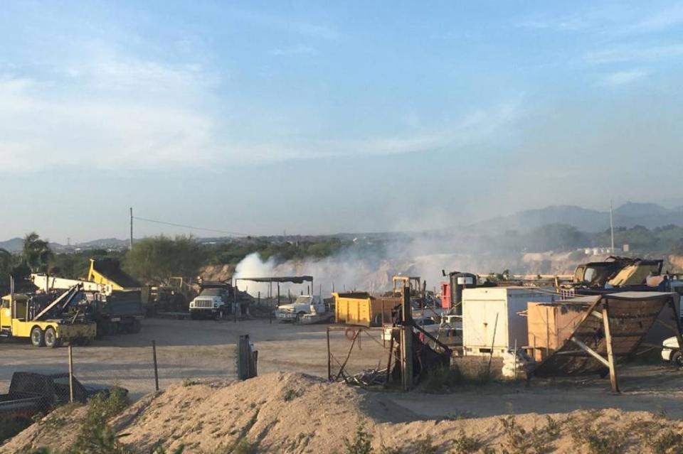 Sofocan incendio de llantas  y basura a inmediaciones de El Bordo