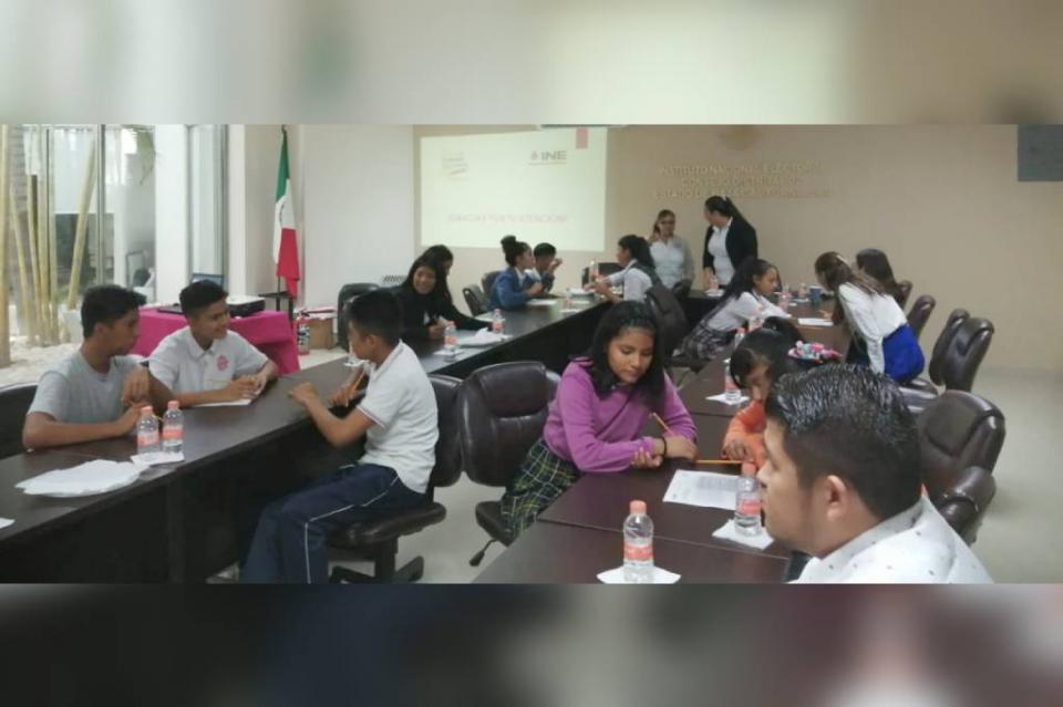 Promueve DIF Los Cabos e INE mesas de análisis para escuchar a la juventud