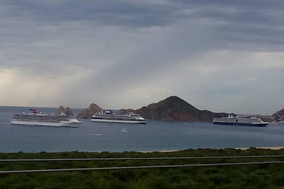 Arriban 3 cruceros a la bahía con alrededor de 8 mil 500 pasajeros
