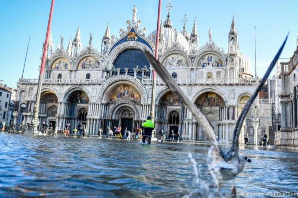 Estado de emergencia en Venecia y primeras ayudas tras marea alta