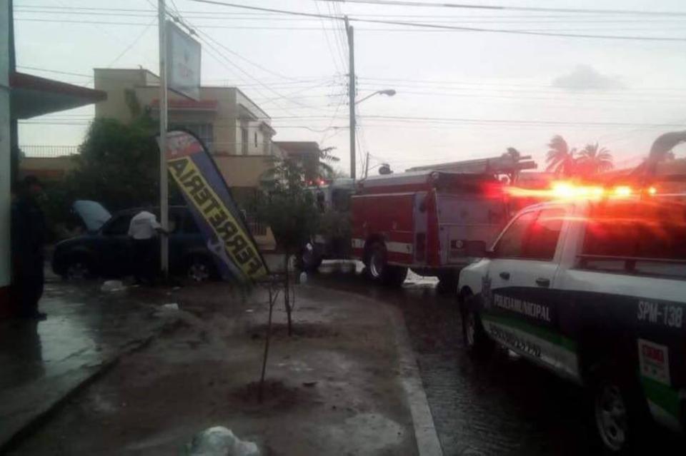 Localizan persona sin vida dentro de un vehículo en La Paz