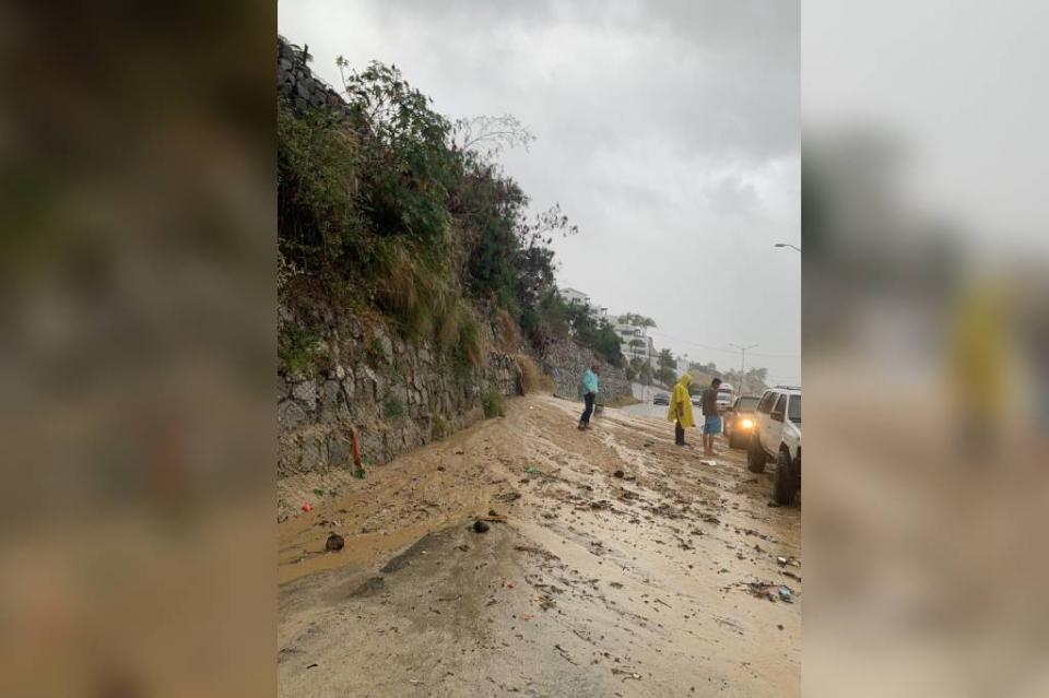 Lluvias afectan vialidad en corredor turístico