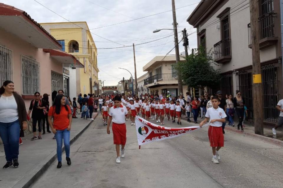 Con la participación de 46 instituciones educativas celebran tradicional desfile del 20 de noviembre