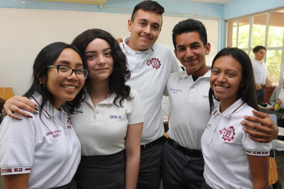 Apoya gobierno con becas a 19 mil alumnos de todos los niveles educativos en BCS