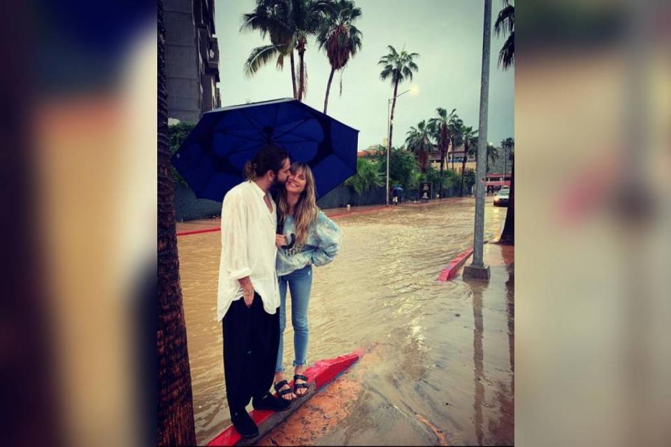 En plena lluvia, la modelo Heidi Klum promociona Los Cabos