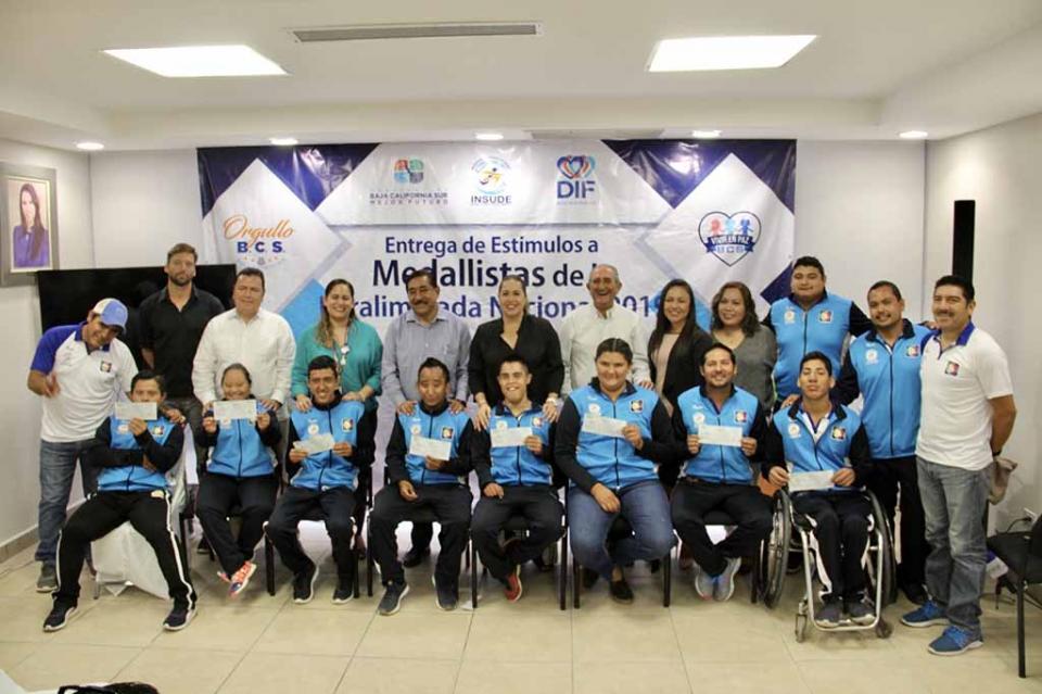 Entregan estímulos a medallistas de Paralimpiada Nacional 2019
