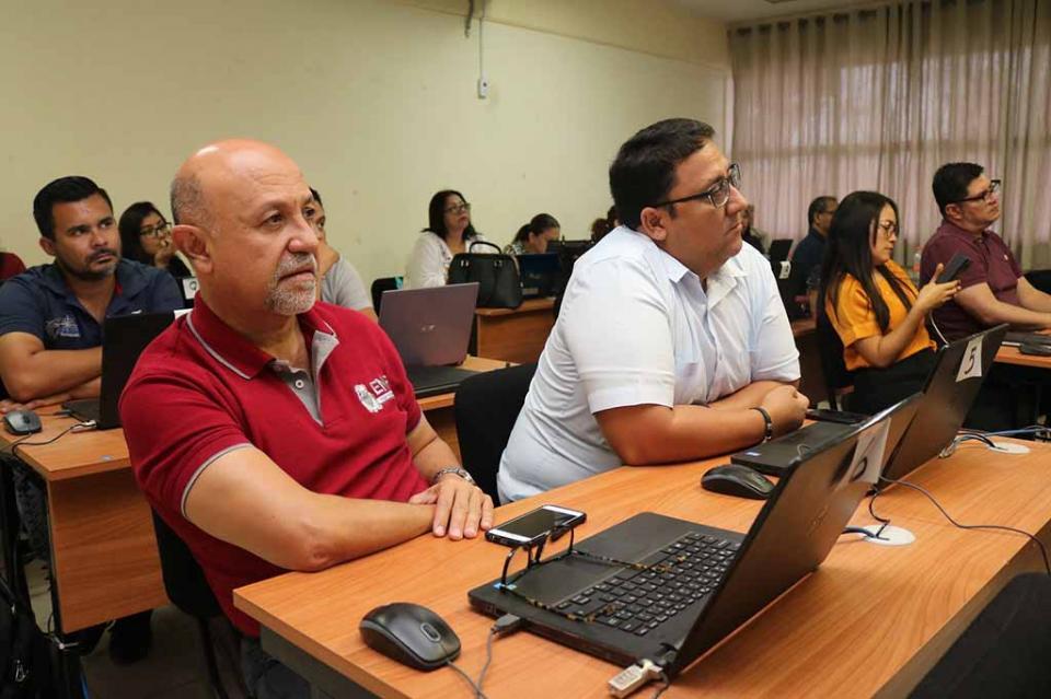 Reciben docentes de la normal urbana Taller de Formación Digital Educativa