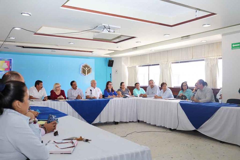 Directores de escuelas de tiempo completo dialogan en SEP con representante del Gobierno Federal