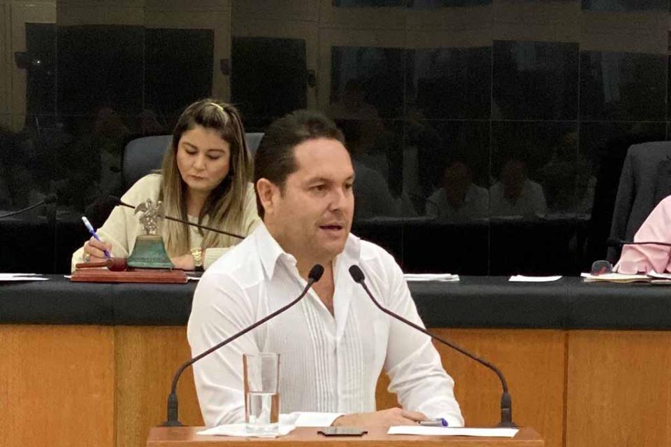 Comparece secretario Luis Araiza ante el H. Congreso del Estado