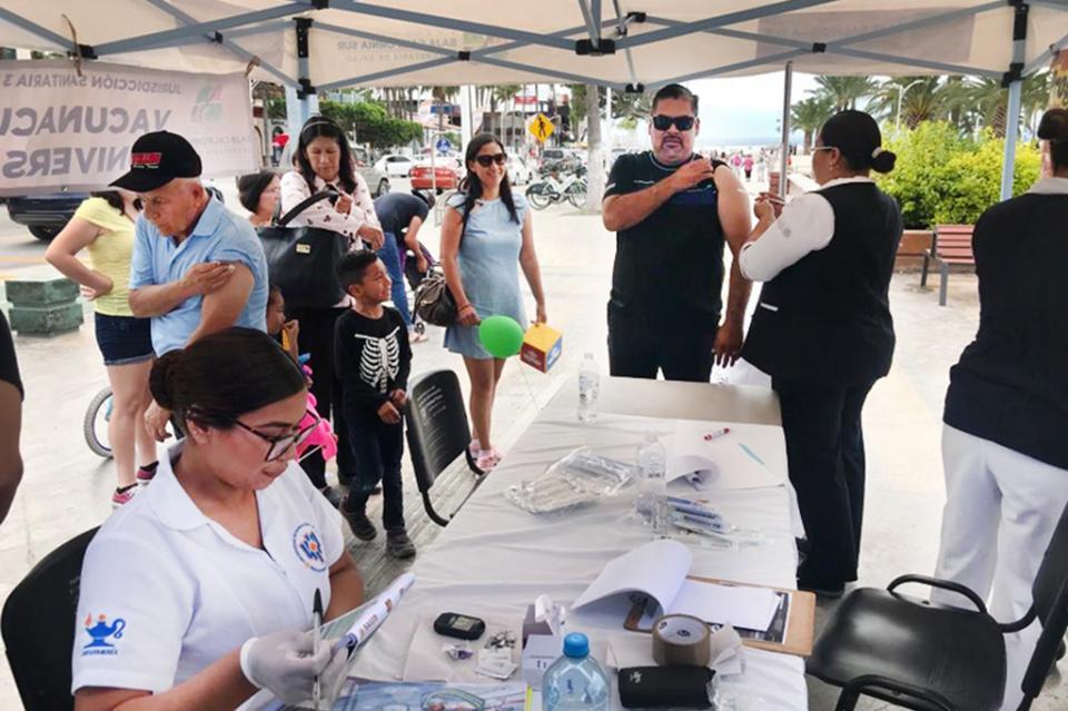 SSA Instala módulo de vacunación en el malecón de La Paz