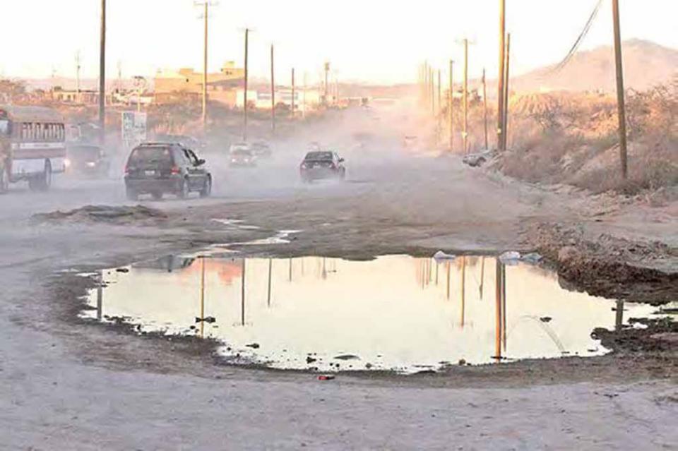 Exigen vecinos pavimentación de brecha Nicolás Tamaral, convertida en camino de pestilencia y de enfermedades