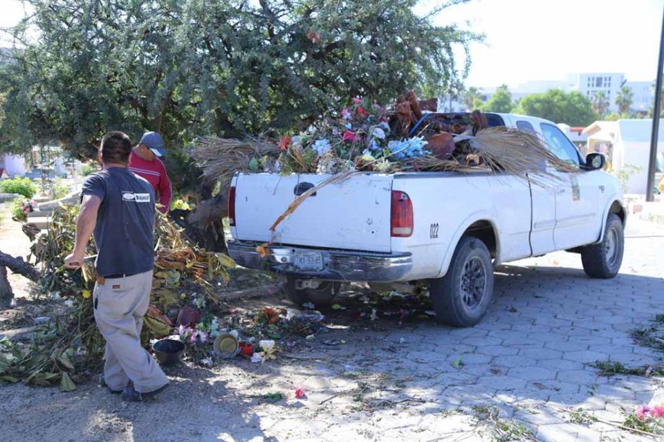 A la semana son retiradas 5 toneladas de basura de los panteones de San José del Cabo